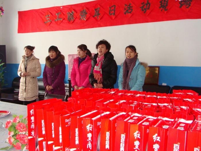 2009年高总带领公司员工慰问昌吉敬老院孤寡老人