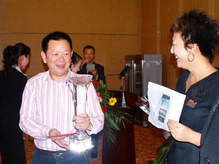 董事长王念评颁发优秀团队、优秀经理人奖-22445213722.jpg